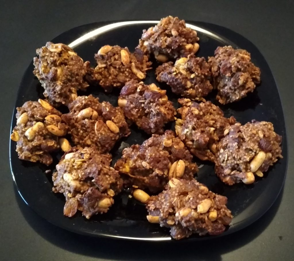 Ciasteczka owsiano-jaglane z marchewką