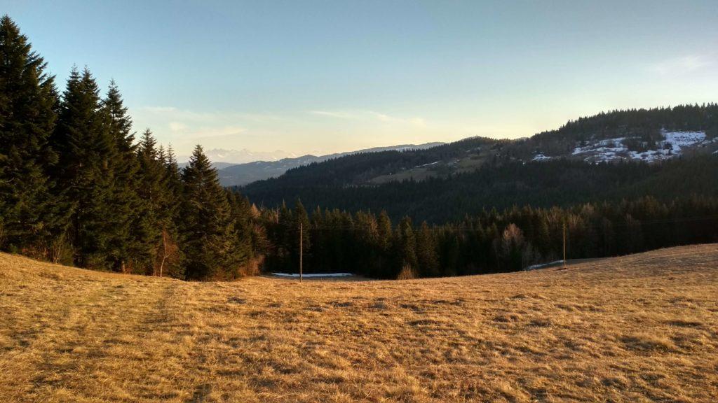 Tatry o zachodzie słońca u podnóża Mogielicy