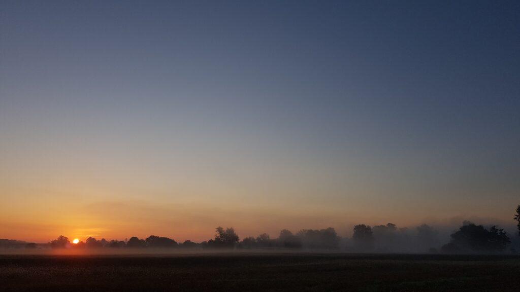 Pierwszy wschód słońca na trasie, urlop rowerem